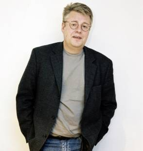 http://tommyhansson.files.wordpress.com/2010/02/stieg larsson11.jpg?w=294&h=311