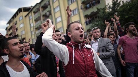 Pa flykt undan erdogans utrensningar