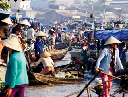 vietnam_mekong-delta_floating-market_10