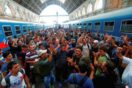 Hungary-Headline-News-Now-Refugees-In-Trains-Heading-For-Austria-Germany-Suspended-650x435