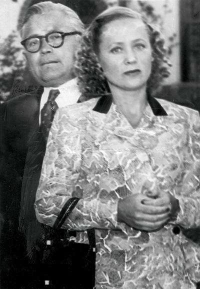 ARGUS COLLECTION  12-5-1954  Petrov Affair.  Evdokia Petrov and and her husband Vladimir Petrov