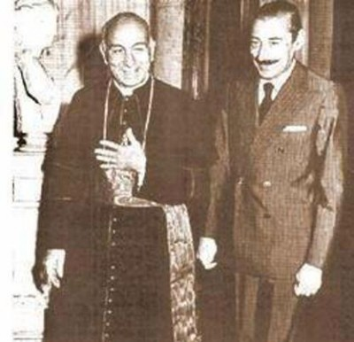 Bergoglio&Videla-400x386