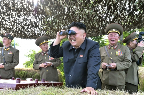 kim-jong-un-looks-through-binoculars