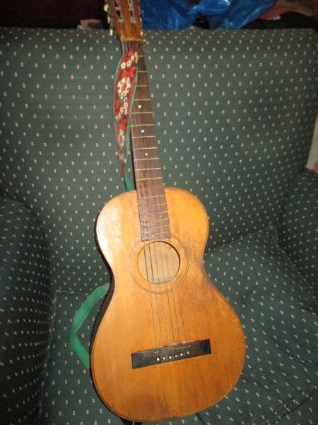 Mormor, gitarr 003